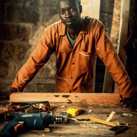 Julius Okoth, un charpentier professionnel, Lynk ©Backdrop